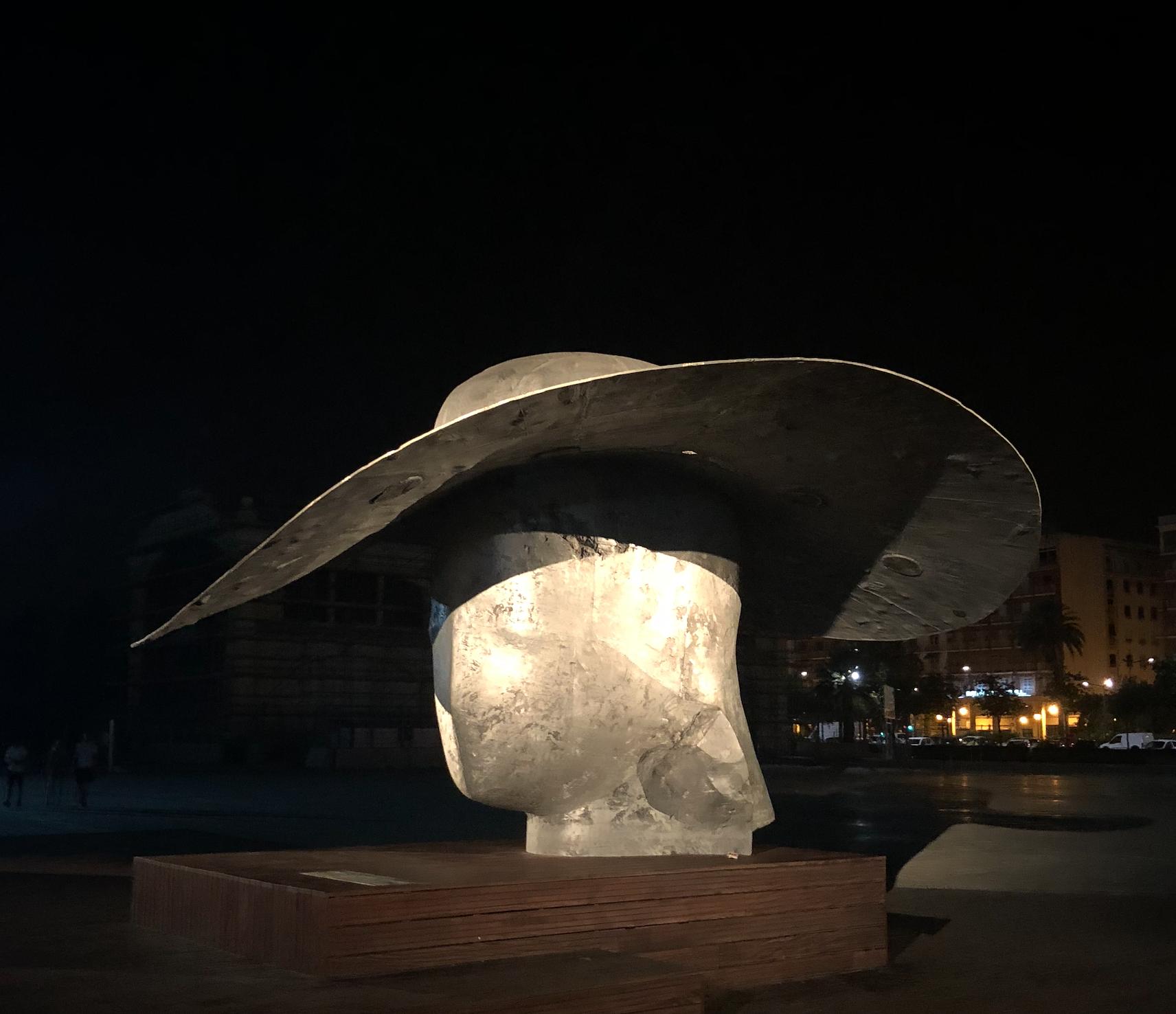 Escultura de Manolo Valdés en La Marina de Valencia. Foto: Pepo Torres
